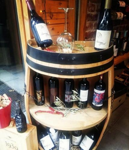 Магазин за вино и деликатеси Купаж