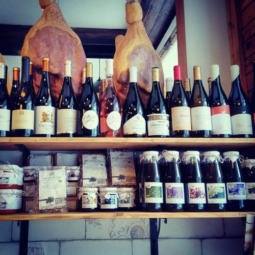 Богат избор на български вина в магазин Купаж в София